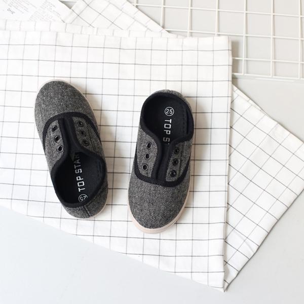 รองเท้าผ้าใบเด็ก-Top-Star-พื้นเรียบ-สีเทาดำ