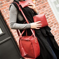 กระเป๋าสะพาย-Classic-Fashion-สีแดง-(ได้-3-ใบ)