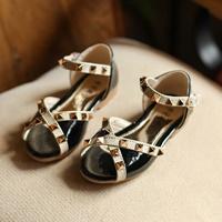 รองเท้ารัดส้นหนังแก้ว-วาเลนเชีย-Valentino-สีดำ