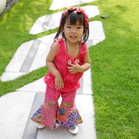 ชุดไทยเสื้อคอกระเช้า-กางเกงขาม้า-สีชมพู