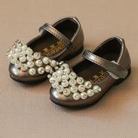 รองเท้าหุ้มส้นติดมุกประดับเพชร-สีน้ำตาล