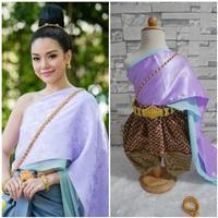 ชุดไทยสไบผ้าซาตินพร้อมโจงกระเบน-การะเกด-สีม่วง