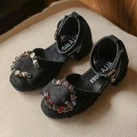 รองเท้าหุ้มส้นวินเทจแต่งคริสตัลตัว-C-มีส้น-สีดำ
