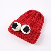 หมวกไหมพรม-ติดเข็มกลัดตาปลาหมึก-สีแดง