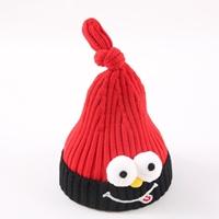 หมวกไหมพรมมัดจุก-ตุ๊กตาแลบลิ้น-สีแดง
