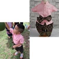 ชุดไทยเด็กชายแขนสั้นพร้อมผ้าพาด-พี่หมื่น-สีชมพู