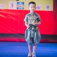 ชุดไทยเด็กชาย_ผ้าพาด-พี่หมื่น-ลายไทย-สีเขียวฟ้า