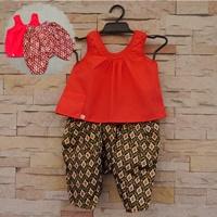 ชุดไทยเสื้อคอกระเช้า_โจงพิมพ์ทอง-เสื้อสีแดง