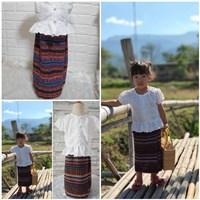 ชุดไทย-เสื้อลูกไม้ผ้าถุงนากา-