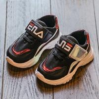 รองเท้าผ้าใบแต่งแถบสะท้อนแสง-สไตล์-FILA-สีดำ