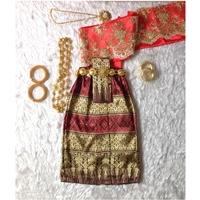 ชุดไทยสไบลูกไม้_ผ้าถุง-การะเกด-สีแดง