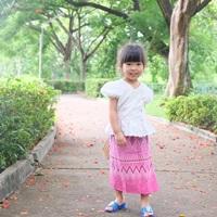 ชุดไทย-เสื้อลูกไม้คอวี-สีขาว_ผ้าถุงชมพู