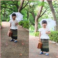 ชุดไทย-เสื้อลูกไม้คอวี-สีขาว_ผ้าถุงเขียว