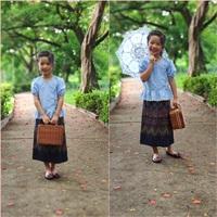 ชุดไทย-เสื้อลูกไม้คอวี-สีฟ้า_ผ้าถุงกรม