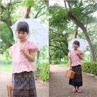 ชุดไทย-เสื้อลูกไม้คอวี-สีชมพู_ผ้าถุงกรม