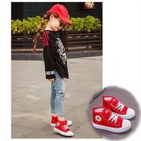รองเท้าผ้าใบหุ้มข้อสไตล์-Converse-สีแดง