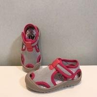 รองเท้าลำลอง-waterproof-beach-shoes-สีเทาชมพู