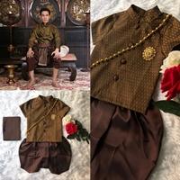 ชุดไทยเด็กชาย-พี่หมื่น-ผ้าทอยกดอก-สีน้ำตาล