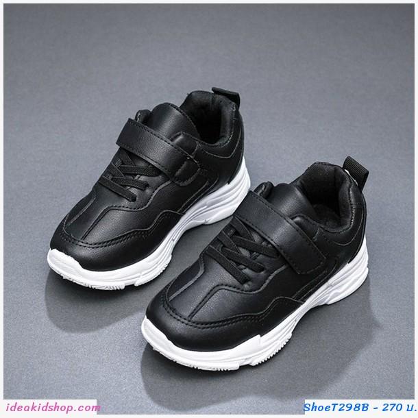 รองเท้าผ้าใบ สีดำ