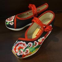 รองเท้ารัดส้นจีน-ปักลายดอก-สีแดงดำ