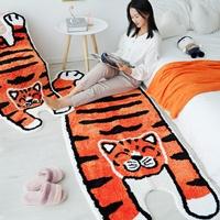 พรมปูข้างเตียง-พรมตกแต่งห้อง-Carpet-bedroom-หรูหรา-ลายเสือส้ม